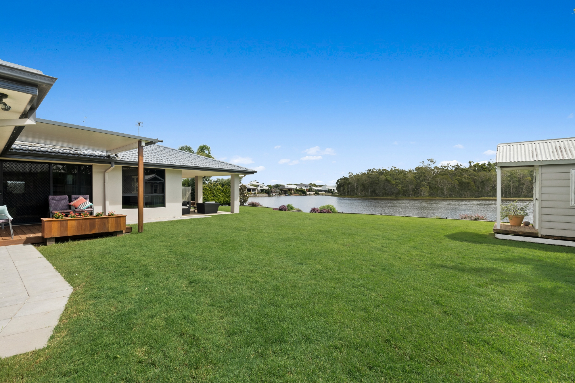 HOUSE FOR SALE PELICAN WATERS